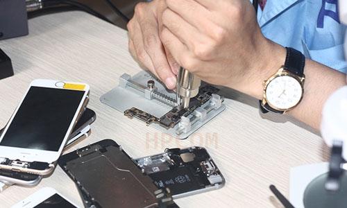 có nên học nghề sửa điện thoại, học nghề sửa chữa điện thoại