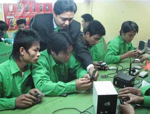 Lớp học sửa chữa điện thoại tại TP.HCM
